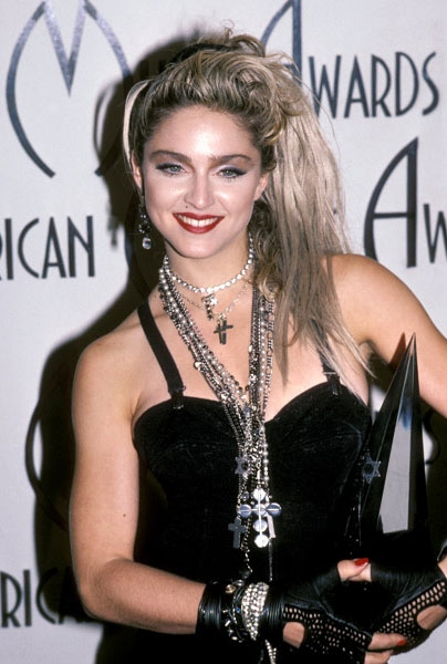 new-madonna-fashion-american-music-awards-01281985-617-600